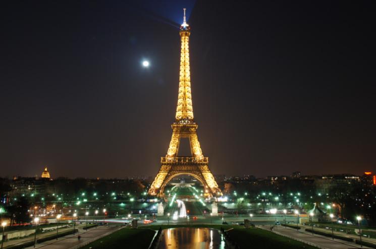 Turyści nie chcą już odwiedzać Paryża. Premier Francji: Przyjeżdżajcie, tu jest bezpiecznie