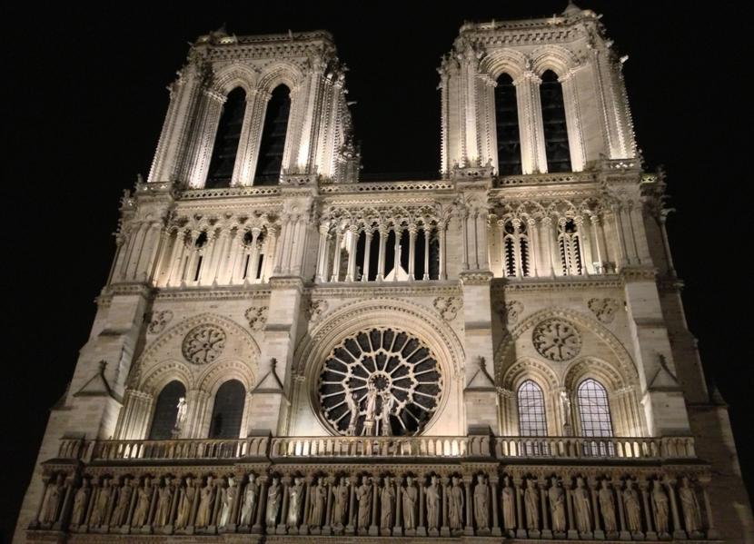 """Francja: Przed Katedrą Notre Dame nie będzie tradycyjnej choinki. """"To zbyt niebezpieczne"""""""
