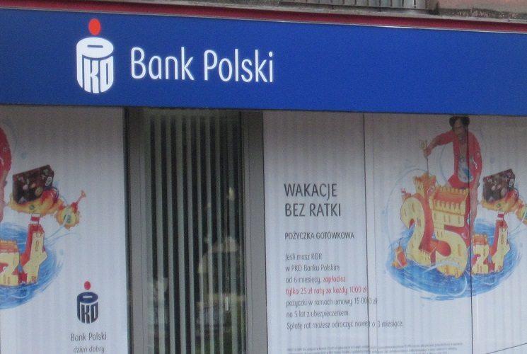 Kolejny bank po podatku podnosi opłaty klientom (Lista banków)