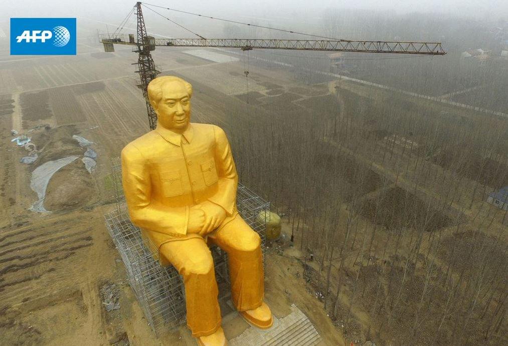 Chiński złoty cielec: W szczerym polu stanął ogromny pomnik Mao Zedonga