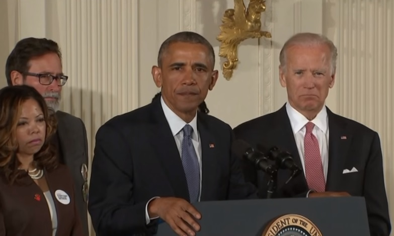 Obama ze łzami w oczach zapowiada walkę z dostępem do broni (video)