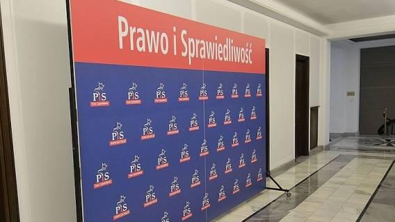 Rząd PiS przeciwko obywatelskiemu projektowi podpisanemu przez 150 tys. Polaków