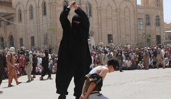 """Kara śmierci za słuchanie """"zachodniej muzyki"""". ISIS ścięło publicznie 15-latka"""