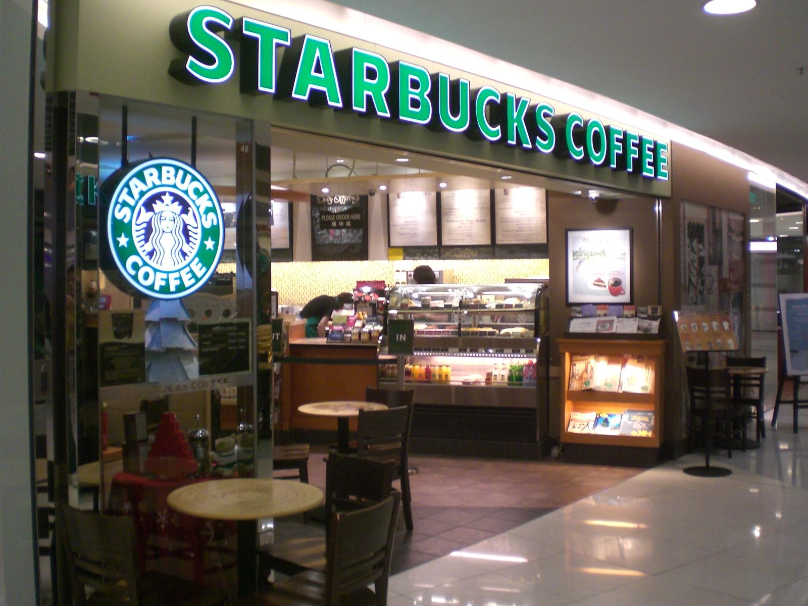 """Poznański Starbucks oskarżony o rasizm. """"Narysowali mi skośne oko, będzie sąd"""""""