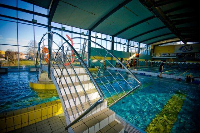 Niemcy: Nastolatki molestowane na basenie