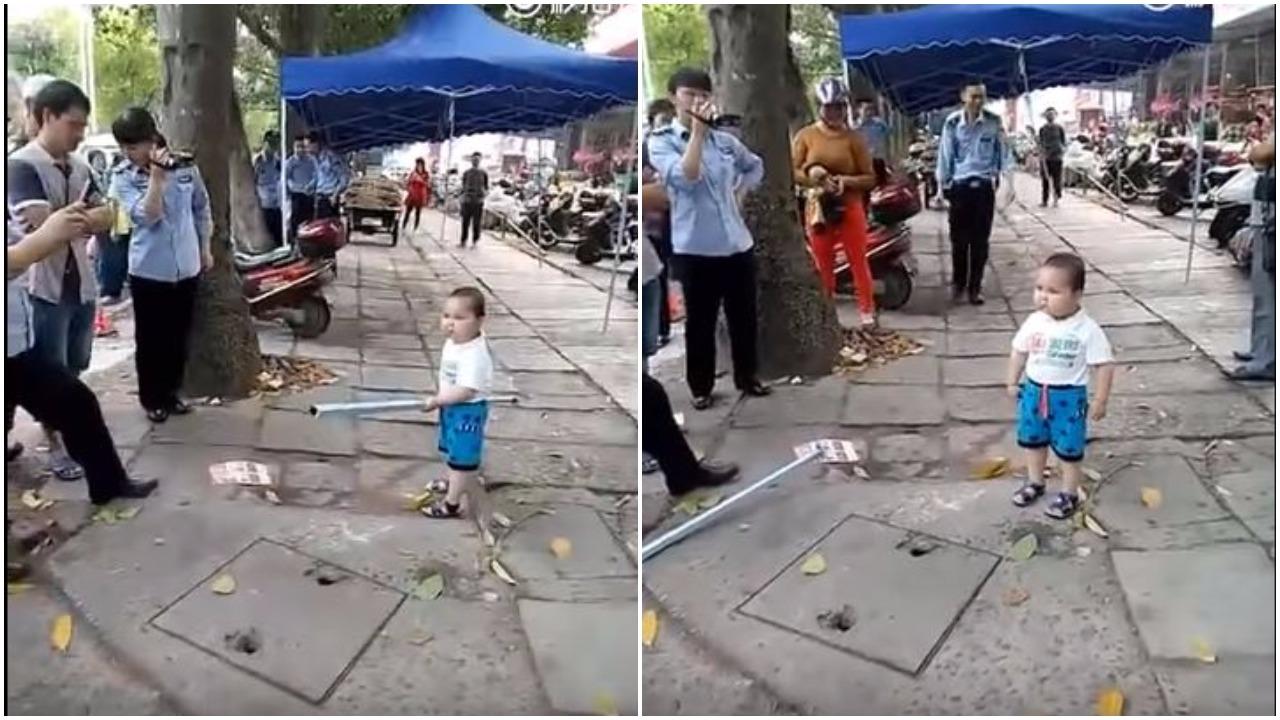 Odważny maluch podbija serca. Bronił swojej babci przed strażnikami (video)