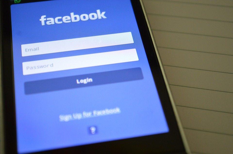 Facebook już nie ukrywa, że podsłuchuje swoich użytkowników