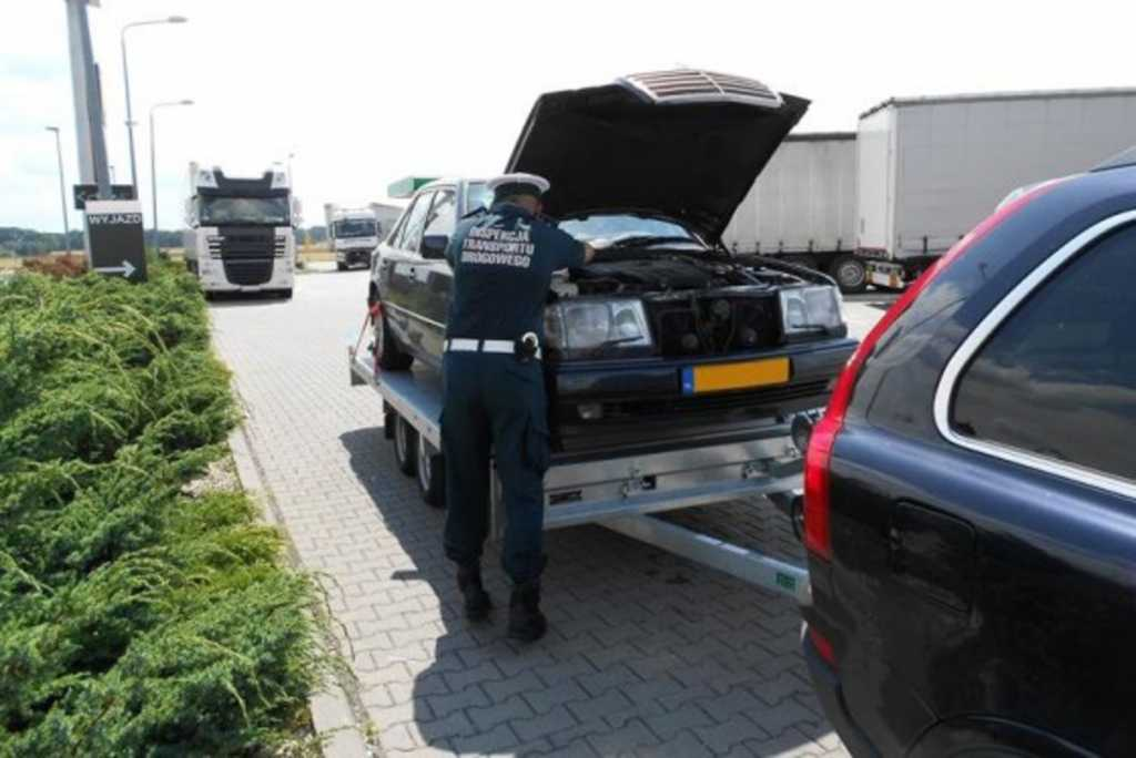 Polski złodziej wiózł kradzione Volvo ciągnące na kradzionej lawecie kradzionego Mercedesa
