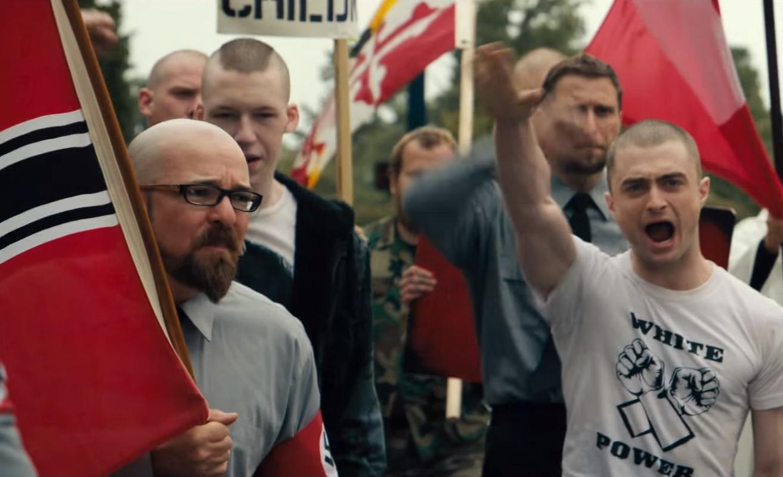 Skandal! Polskie flagi w hollywoodzkim filmie o neonazistach (video)