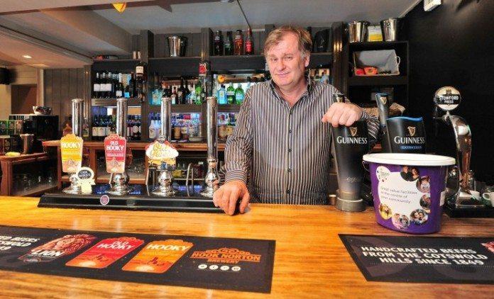 Właściciel brytyjskiego pubu bohaterem. Pogonił antypolskiego prostaka