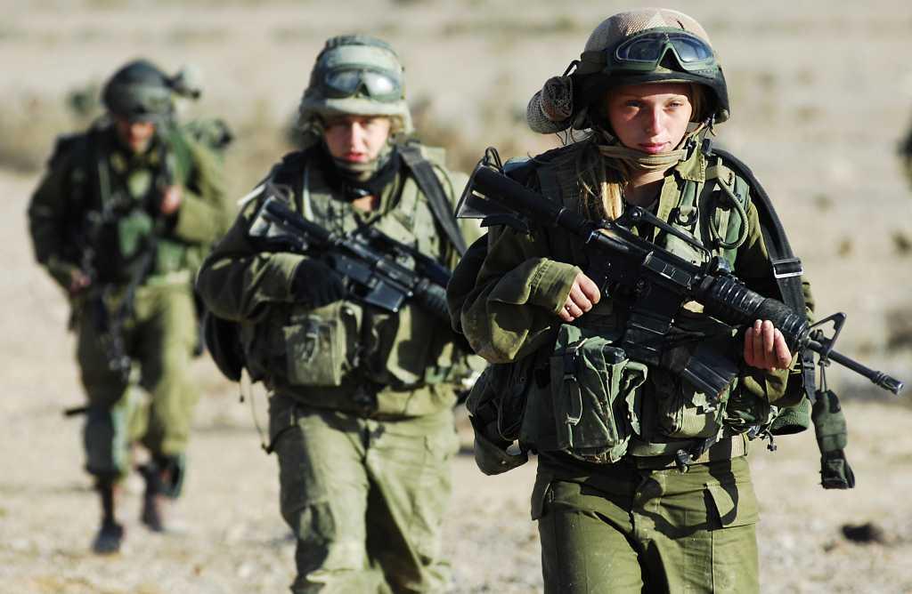 Norwegia: Kobiety objęte poborem do wojska. Przez równość płci śpią razem z mężczyznami