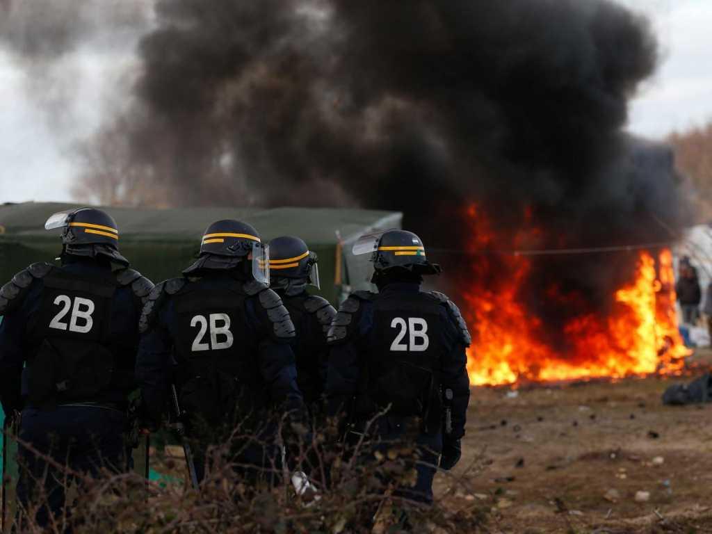 Francja: Władze Calais przyznają, że straciły kontrolę nad sytuacją
