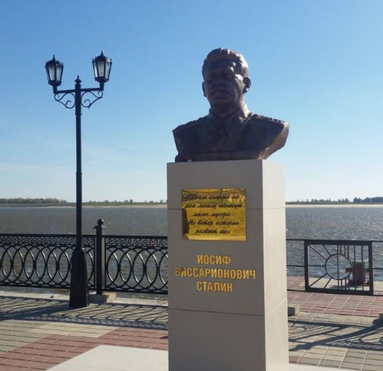 Chcieli pomnika ofiar stalinizmu. Komuniści postawili w tym miejscu popiersie Stalina