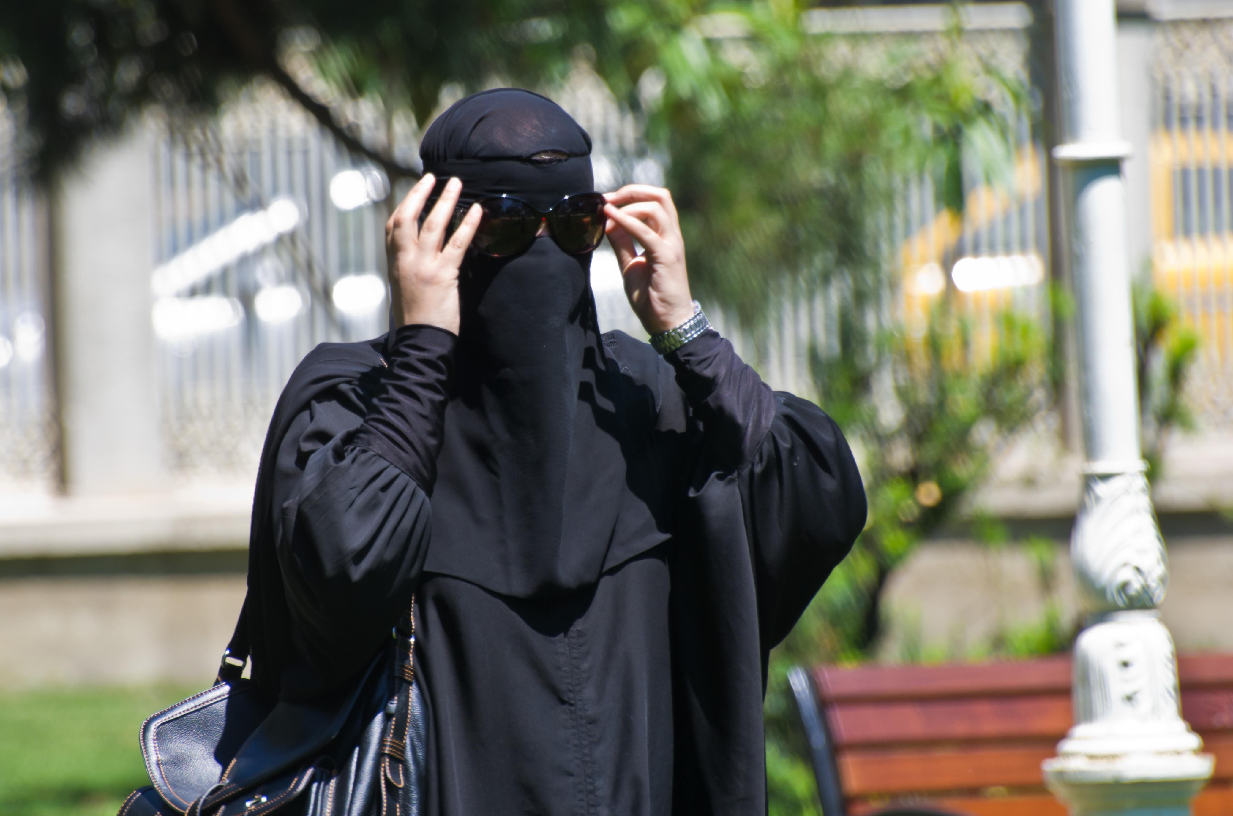 Bułgaria: Władze wprowadziły całkowity zakaz noszenia burek