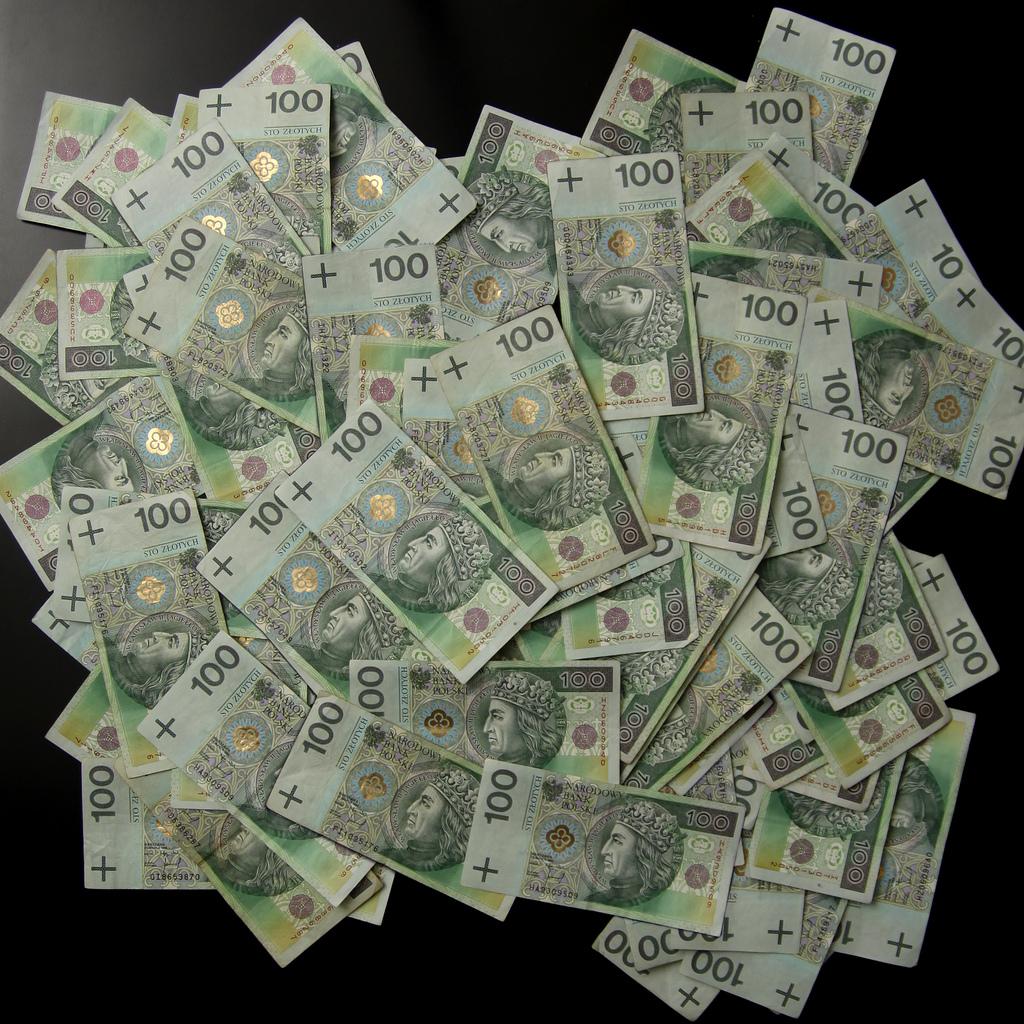 Dług Polski galopuje do poziomu biliona złotych. Rośnie o 250 tys. złotych co minutę