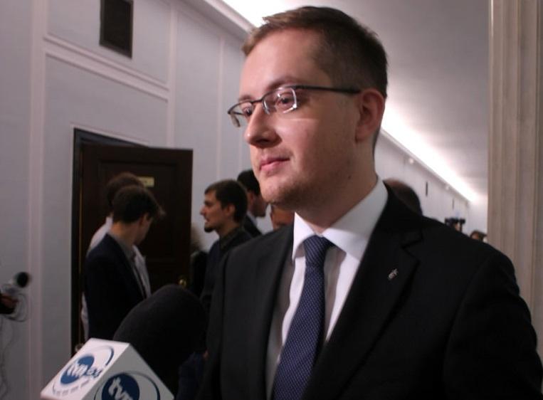 Winnicki: Partia rządząca wpisuje się w antypolski scenariusz