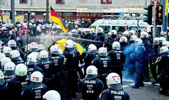 Gorąco w Kolonii przed Sylwestrem. Niemcy starli się z policją (video)