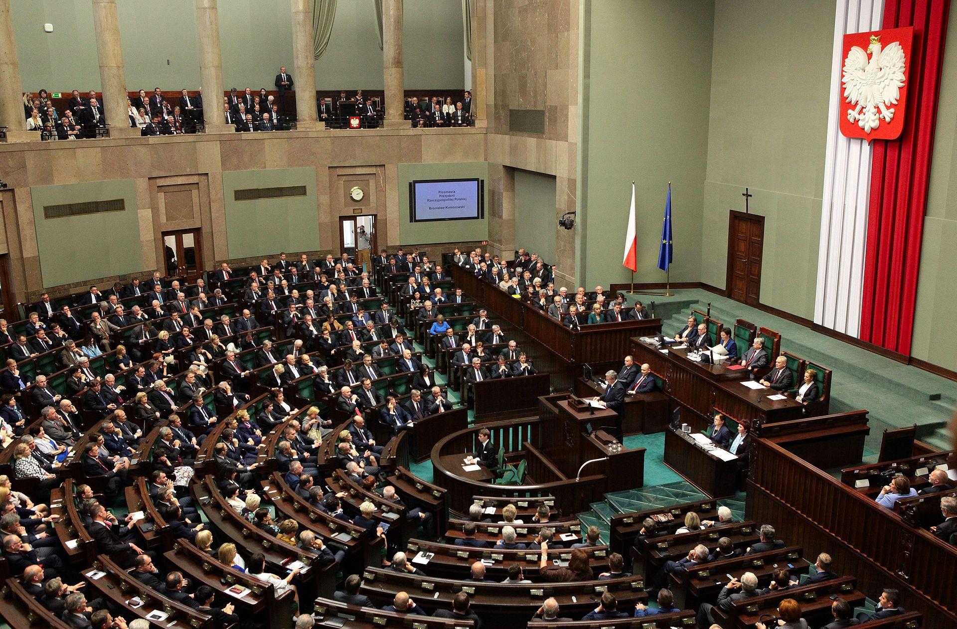 Pokłosie przepychanek u władzy: Coraz więcej Polaków źle ocenia sytuację w kraju