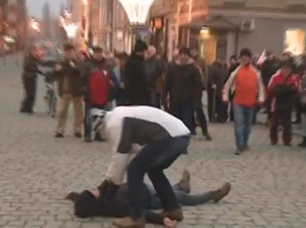Przeciwnicy KOD-u  popsuli antyrządową demonstrację (video)