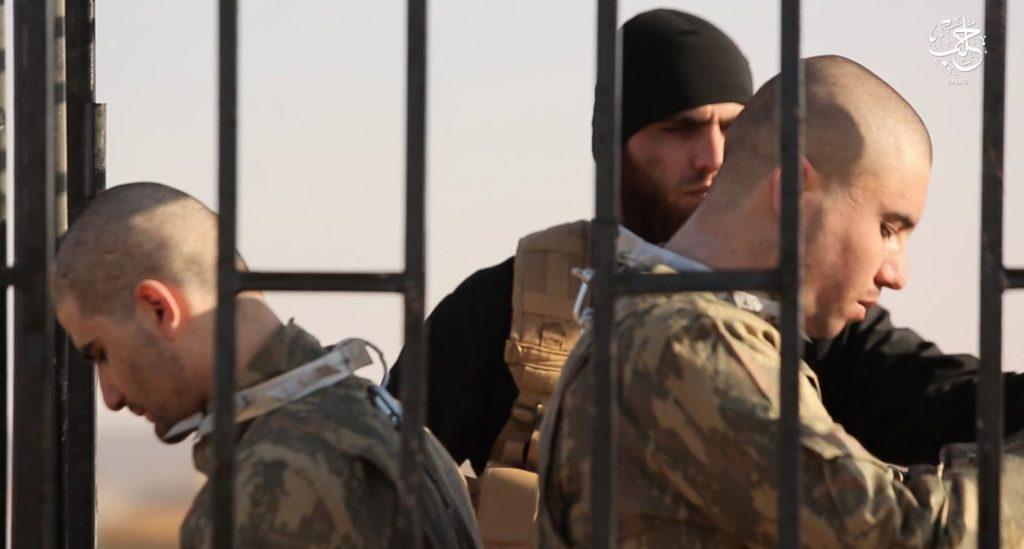 Terroryści z ISIS opublikowali makabryczne nagranie. Pojmani żołnierze zostali spaleni żywcem