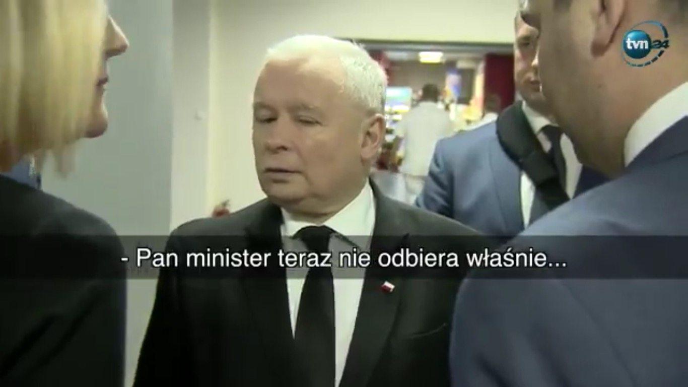 """Co robi Kaczyński, kiedy minister nie odbiera telefonu? Scena jak z """"Ucha Prezesa""""(VIDEO)"""