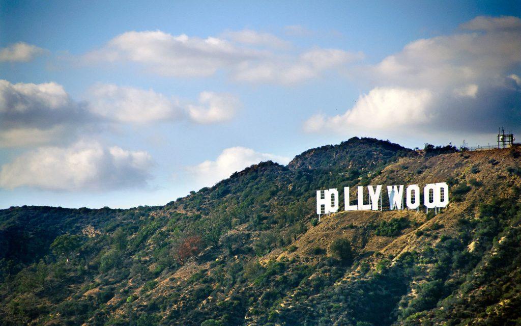 Genialne. Ktoś podmienił kultowy napis Hollywood na... (FOTO)
