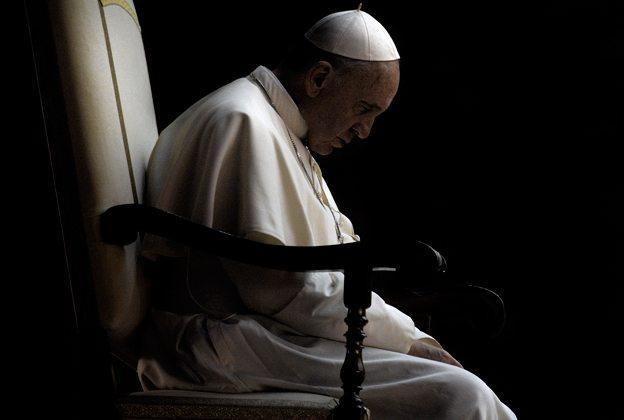 Papież nieoczekiwanie zażądał dymisji, duchowni skonfundowani. Kryzys się zaostrza
