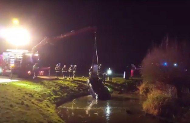 Bohaterowie z Polski oklaskiwani w Holandii. Uratowali trójkę małych dzieci z tonącego auta w lodowatej wodzie