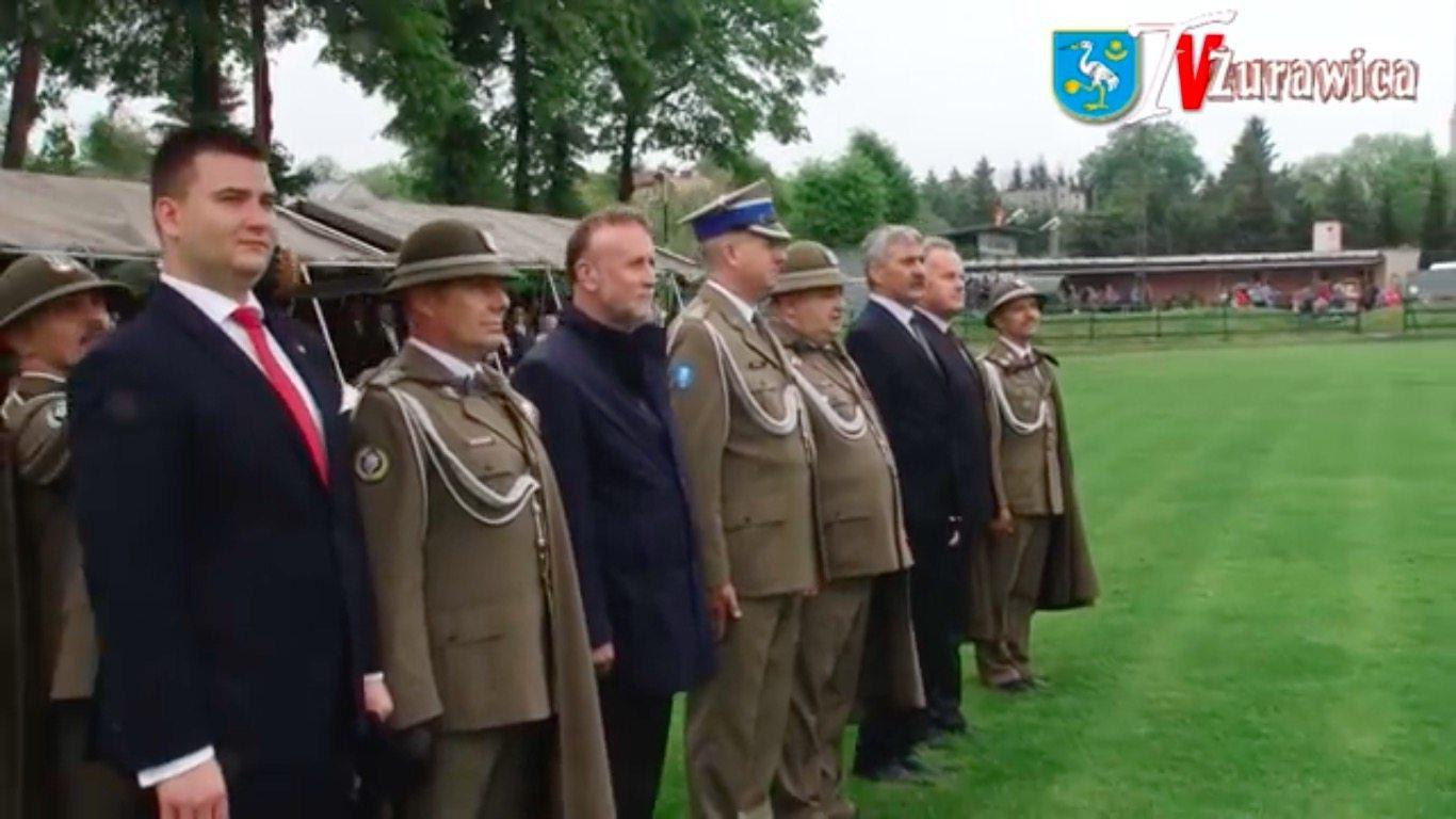 Internauci ZACHWYCENI niezłomnością żołnierza. Tylko jeden przywitał się z Misiewiczem jak trzeba (VIDEO)