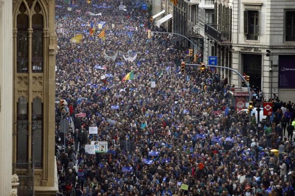 Gigantyczny marsz poparcia dla uchodźców (VIDEO, FOTO)