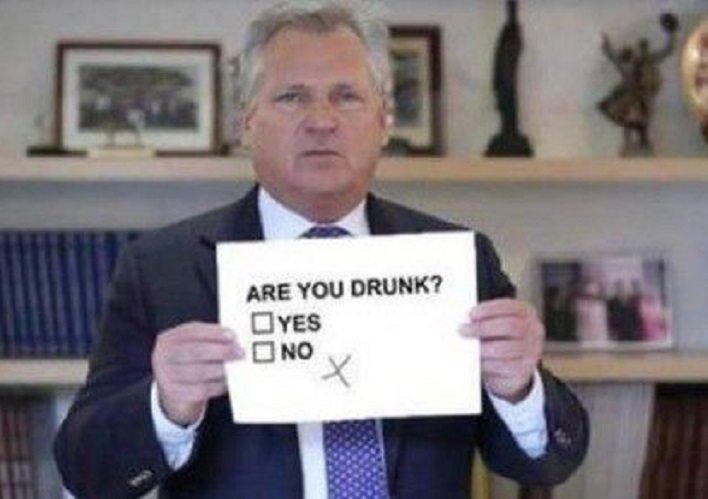 HIT! Kwaśniewski pierwszy raz komentuje alkoholowe memy o sobie (VIDEO)