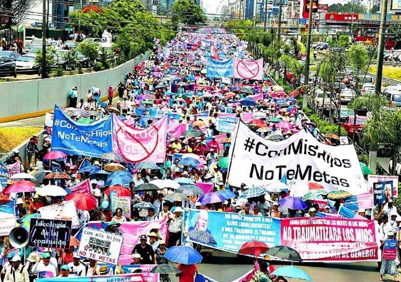 Największy protest w historii! Ponad 1,5 mln osób wyszło na ulice (VIDEO + ZDJĘCIA)
