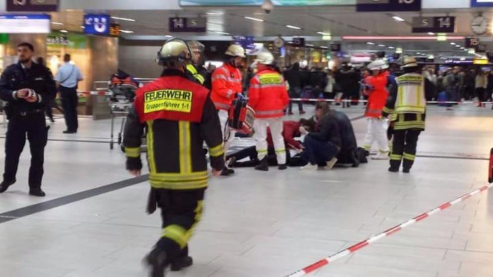 Atak na stacji w Dusseldorfie. Są ranni (ZDJĘCIA)