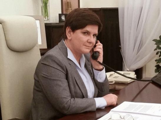 Magiczna wpadka! Szydło rozmawiała z brytyjską premier przez... WYŁĄCZONY telefon (FOTO)