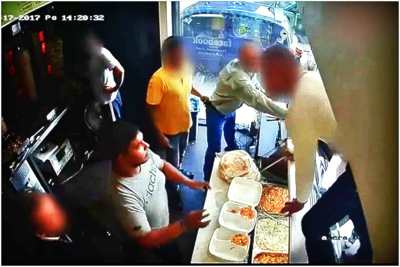 Prawdziwa BITWA w barze z kebabem. W stronę personelu poleciały krzesła (VIDEO)