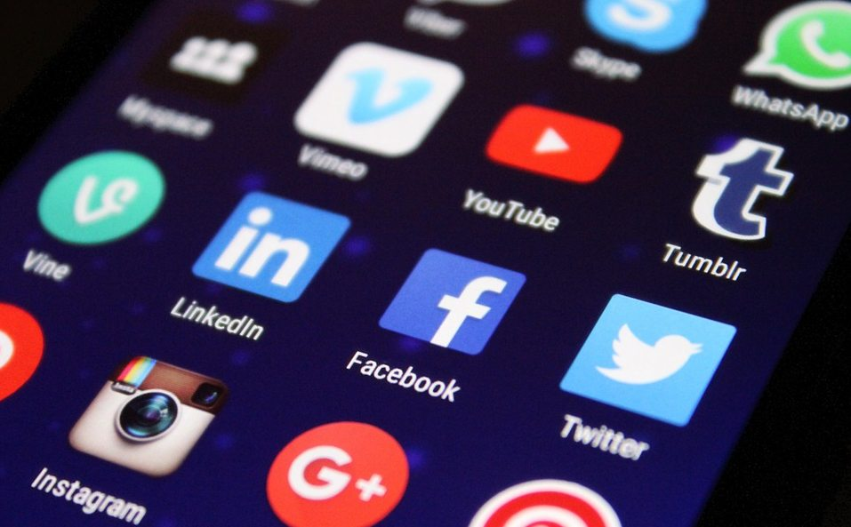 Opodatkują lajki i wrzucanie zdjęć na Facebooka