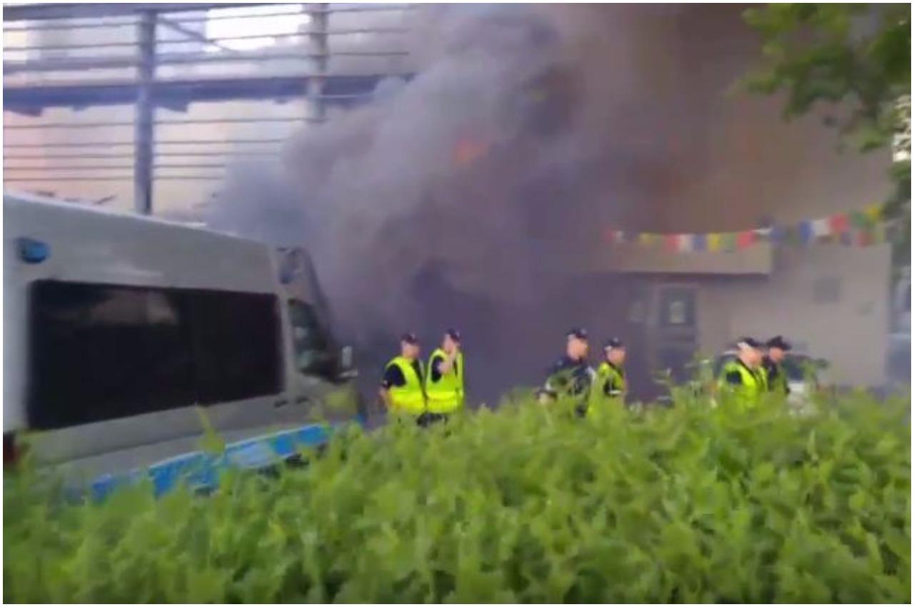 Zamieszki w Warszawie. Race, przepychanki, żrący płyn (VIDEO)