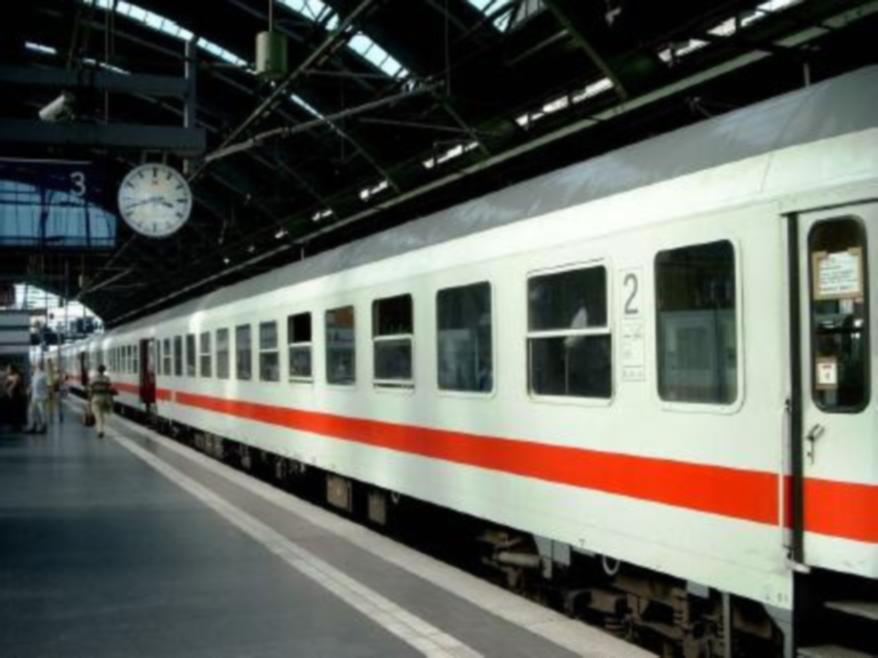 Setki ewakuowanych osób. Doniesienia o bombie w polskim pociągu