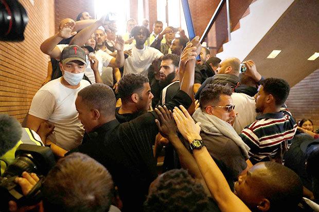 SZTURM protestujących na urząd. Żądają sprawiedliwości (ZDJĘCIA)