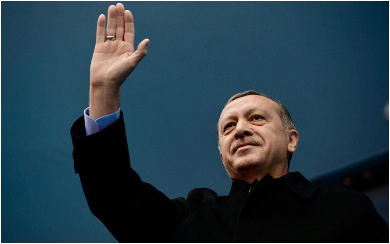 Turecki dziennikarz ujawnia: To Erdogan stoi za puczem przeciwko sobie