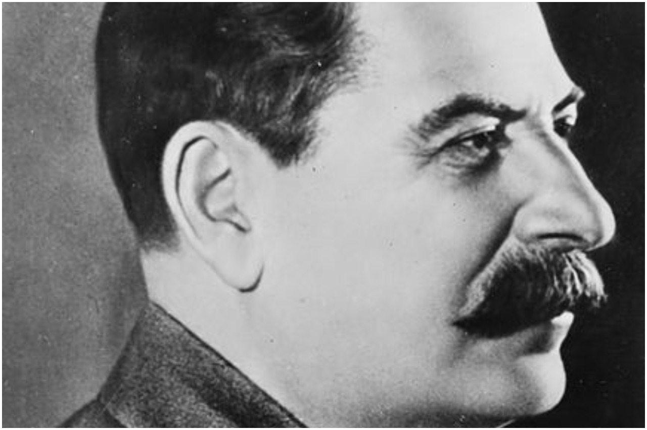 Niebywałe! Polscy urzędnicy w rocznicę Powstania uczcili... Stalina