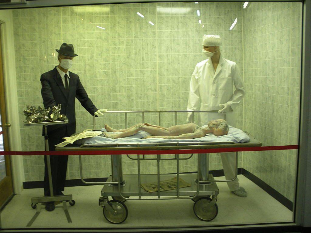 Roswell_UFO_Museum_-_Alien_Autopsy_(6080145333)