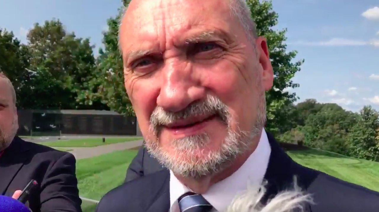 Macierewicz poniżył dziennikarza TVN. Stanął jak wryty (video)