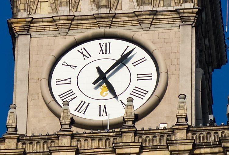 Dziś zegary w całej Polsce zatrzymają się o jednej porze. Wyjątkowy powód
