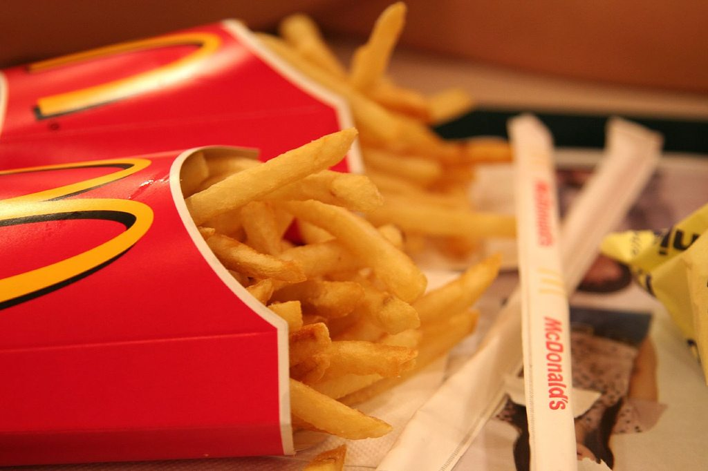 Pracownicy ujawniają. Tej kanapki NIGDY nie zamawiaj w McDonald's
