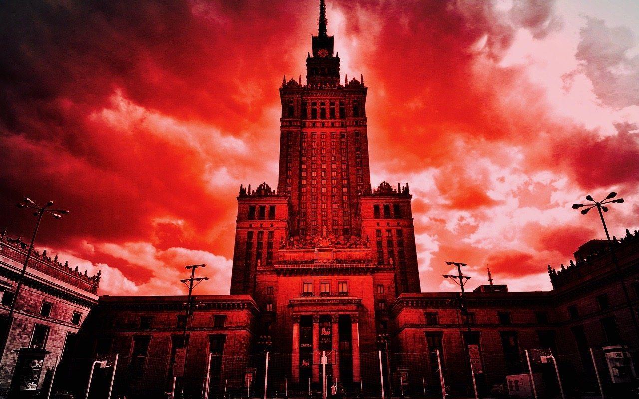 PANIKA pod Złotymi Tarasami w Warszawie! Wyciągnął broń!