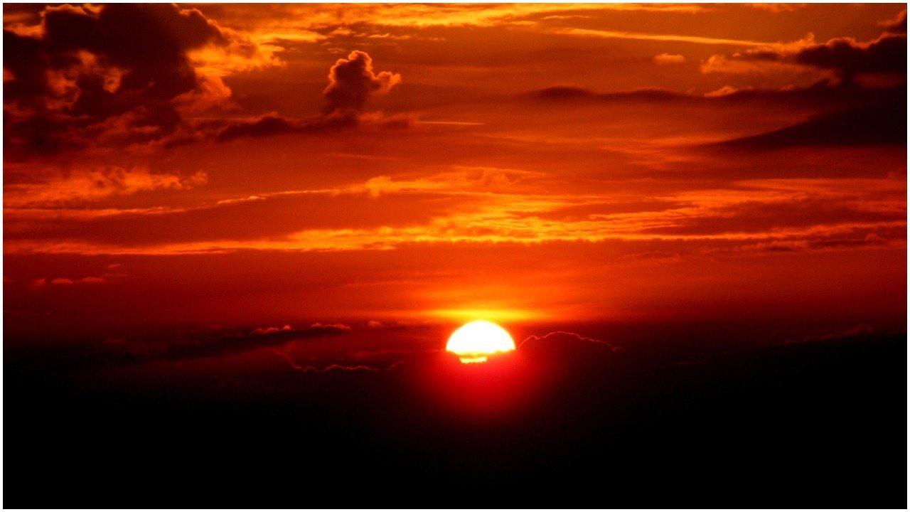 Niewiarygodne zjawisko! Huragan Ophelia rozpalił niebo