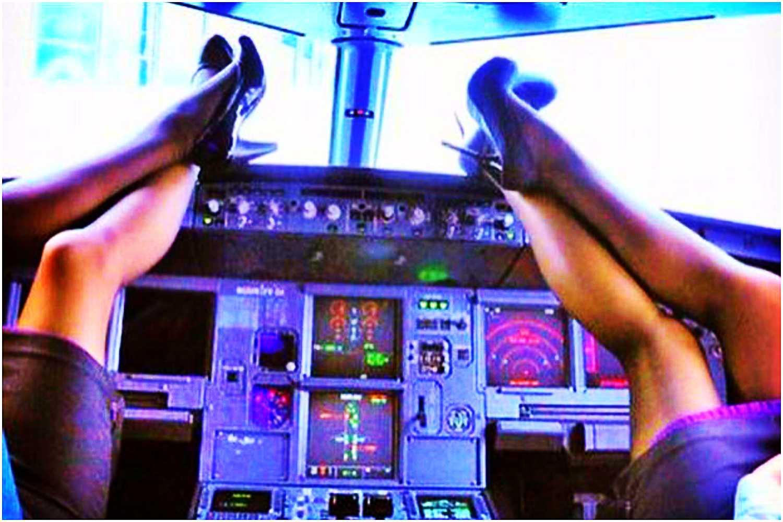 To robi załoga samolotu gdy pasażerowie nie patrzą. Świetne zdjęcia (foto)
