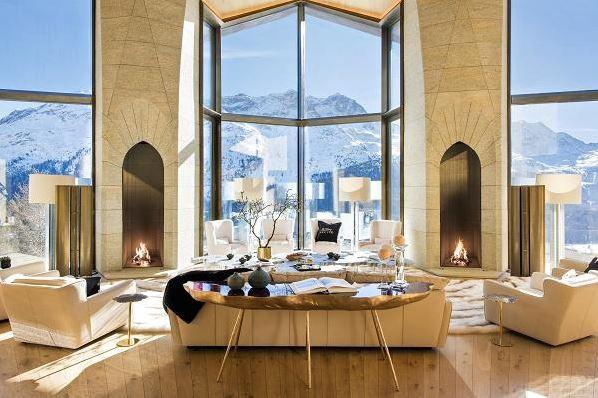 Oto szwajcarski pałac najbogatszego Polaka! Za ile go sprzedają? NIEWIARYGODNE!