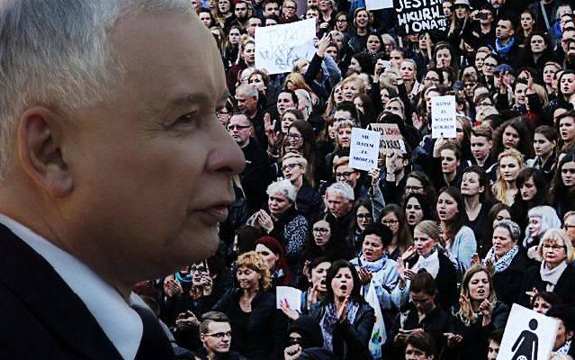 Setki tysięcy kobiet zachwycone gestem Kuszewskiego. PiS wściekły